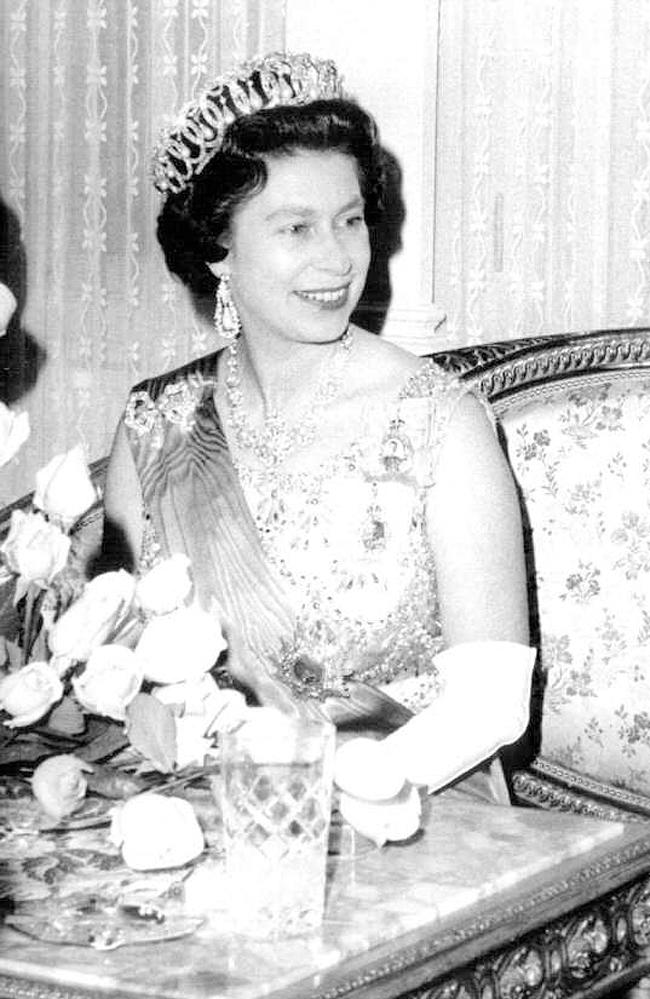 queen_elisabeth_2.jpg